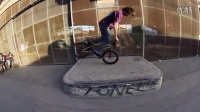 视频: 300 BMX Riders Take Over Los AngelesTheComeUpBMX151119