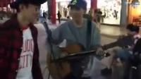 台湾一个街头艺人在演唱《江南》,没想到,原唱林俊杰来了...
