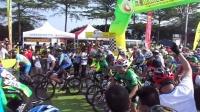 视频: 一家人骑行团深圳第六届凤凰山自行车挑战赛