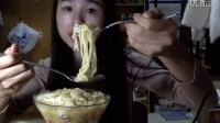 [2爱吃饭的妹子]超好吃的面霸两包+板栗饼+肉松面包+虎皮蛋糕+旺旺雪饼  吃播