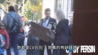 男子在衣服貼滿鈔票並掛著「請自取」的牌子,路人的反應會是? (中文字幕)