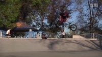 视频: How to Tailwhip BMX with Stevie Churchill (2013)