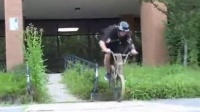 视频: Jordan Grandinetti - The 17 Year Old Handrail Machine (BMX)