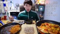 【微博@学姐宿舍】奔驰哥吃播151206-炒年糕+泡面+披萨+炸鸡+血肠+拌面
