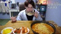 【韩国afreeca tv吃饭直播】奔驰哥简单一餐。5包拉面