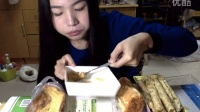 [24爱吃饭的妹子]曲奇饼+肉松面包+乳酪面包+海苔蛋卷+蔓越莓饼干+焦糖法式吐司切片~ 中国吃播