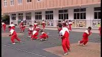 小学三年级体育教学视频《原地侧面投掷轻物》第四届全国体育观摩课教学视频