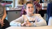 趣闻:女老师边上课边脱衣服,学生看得目不转睛