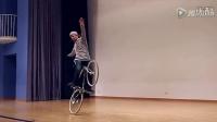 视频: 被惊呆!牛人展示碉堡自行车技巧