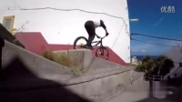 视频: 20151222-男子骑单车在屋顶上自由穿梭 翻跟斗跃入海中