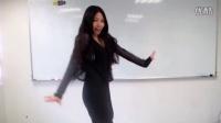 【可乐志】大学女生教室内自拍热舞,俏皮又可爱,妹子挺萌哒,话说这是新东方的教室么?