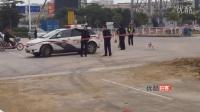 【拍客】深圳泥头车侧翻 满车沙子埋了电单车司机