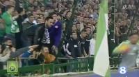 C罗场边捡球遭皇家贝蒂斯球迷吐口水