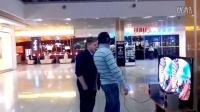 转载 VR 外国路人体验过山车真实画面,吓得失常大叫