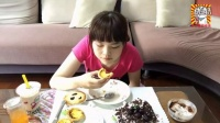 中国吃播榕榕~黑森林蛋糕盆栽酸奶热腾腾的蛋挞蓝莓乳酪