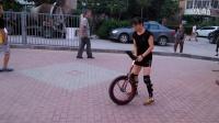 视频: 15年8月10日【独轮车前掏座跳上车-3】184452