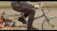视频: 嗅怪猎奇:牛人用煤气罐改装的喷气式自行车