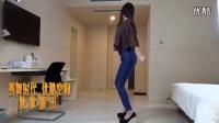美女紧身牛仔裤舞蹈_高清