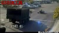 监控拍下最清晰的车祸现场记录(恐怖)