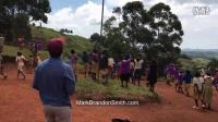 非洲孩子第一次见到无人机