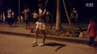 上海大妈广场舞大赛现身闵行区镇上,更有萌萌哒小美女跟着跳舞,才华不输爷爷奶奶