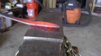 牛人用钢缆打造小刀