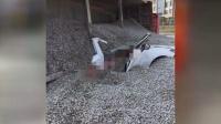 厦门一货车侧翻 50吨石子压扁轿车情侣当场身亡