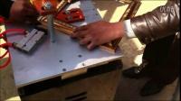 视频: 永吉县十字绣裱框钉角机厂家 相框组角机器 拼角机供货商 画框打钉机价格2