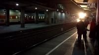 视频: SS90022牵引T136进无锡站1站台同时K8372出站