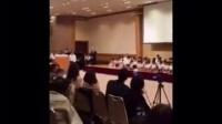 最近国外很火的一段视频,日本小男孩跳箱一直跳不过去,最后在同学和老师的鼓励下,终-幽默搞笑家_标清