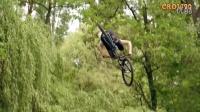 视频: 极限运动---山地车速降9-天大地大哪里都去得
