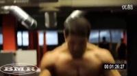 极限健身励志健身教程视频 健身房腹肌训练计划表