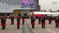 万达广场表演水兵舞