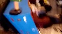VID20160429(嘉诚宝宝和两位美女一起坐车玩耍)