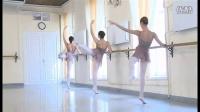 瓦岗诺娃芭蕾舞校 7年级女生考试 教师:M. A. Vasilyeva 第一部分
