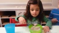 小萝莉吃冰!反应太搞笑
