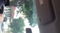 VID_20150517_102206文金桂在湾仔派出所向周伟志副所长反映湾仔老虎机存在赌博问题,严重影响小学生学习问题,周伟志派警官开车跟我去核实情况