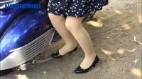 美女踩发 Vespa(1)