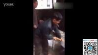 【大雄学堂】村民把3米长的眼镜蛇丢进开水中,下一秒让人惊慌失措!