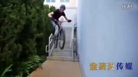 视频: 实拍国外大神街头花式玩转自行车 飞檐走壁不在话下