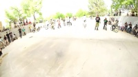 视频: HUGE BMX JAM GETS LIT