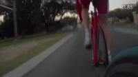 视频: 公路车比赛死飞乱入差点被拉爆