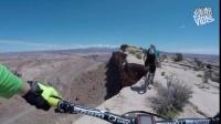 视频: 男子在悬崖边上骑自行车,恐高吓尿