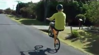 视频: Trent Jones BMX Casual Wheelie