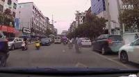 强烈谴责中巴车司机