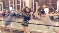 北京当代芭蕾舞团在候机大厅等待晚点的飞机时