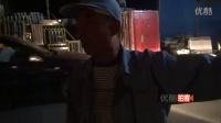 【拍客】宁波一工人凌晨卸货 仓库突然倒塌被困