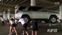 《速度与激情8》花絮 跑车倾泻而下 数十辆车连环相撞