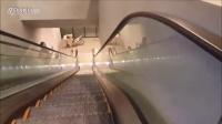 视频: 作死骚年挑战骑自行车下扶梯