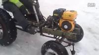 男子自己在家做了一台拖拉机,这是第一次试驾,貌似很成功啊!
